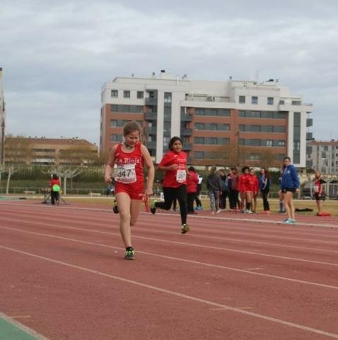 Paula llegando a meta en la prueba de velocidad de las combinadas