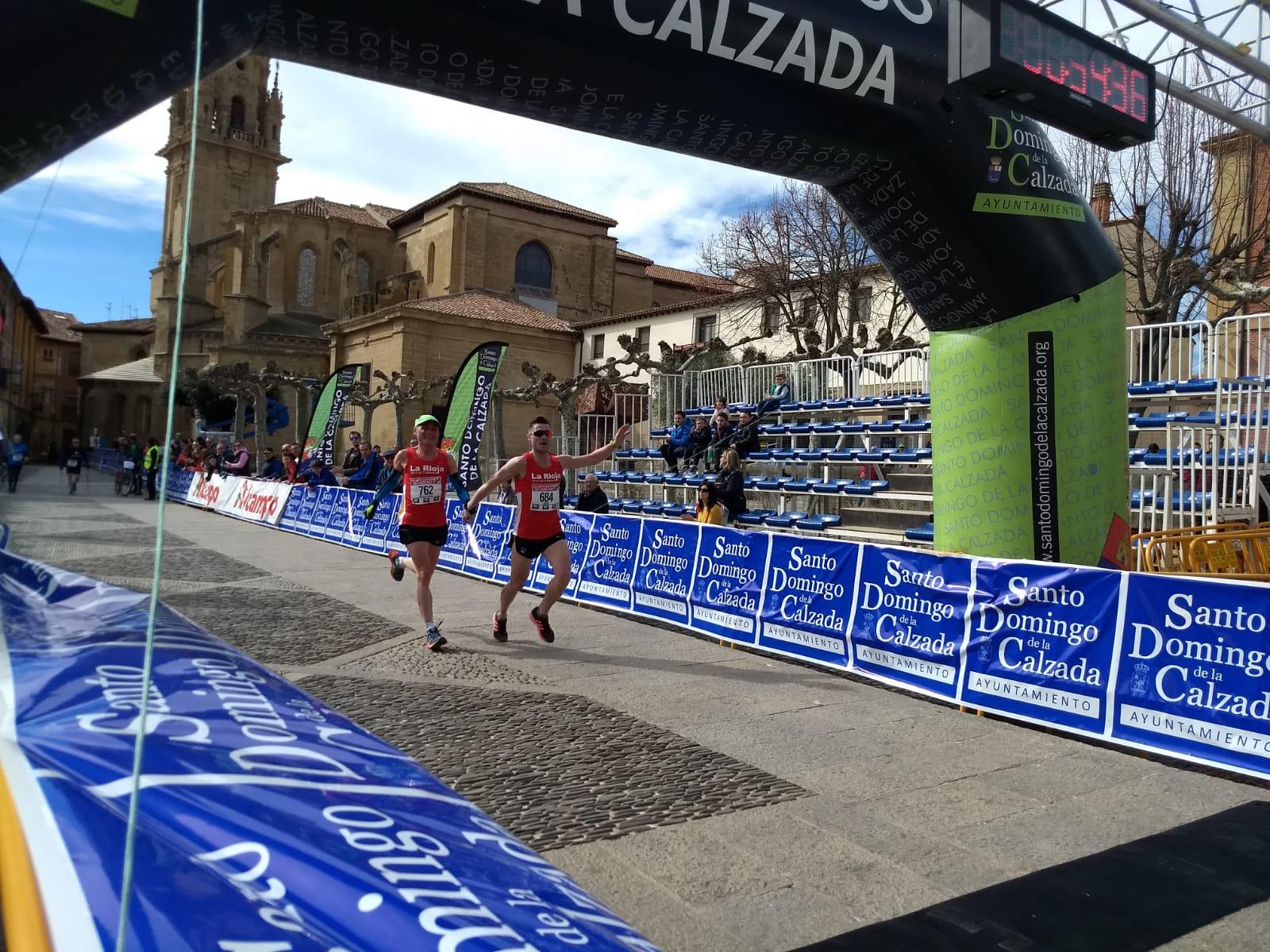 Borja y Miguel Ángel Ruiz entrando en meta en la 7K de la Media Maratón del Camino