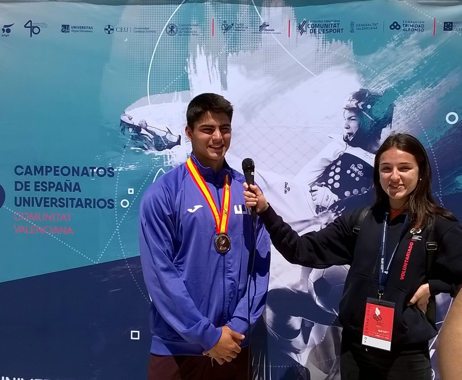 Rodrigo Iglesias en el photocall del campeonato de España universitario